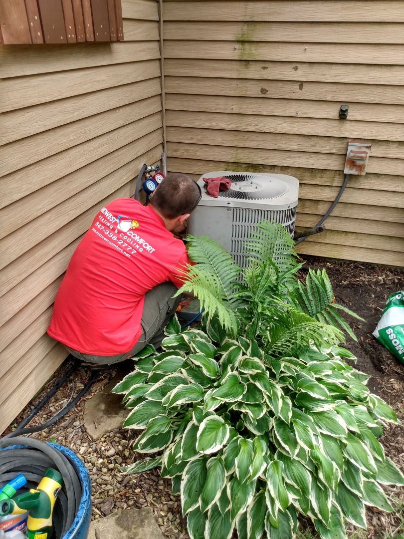 Rolling Meadows, IL - Performed AC maintenance on Goodman air conditioner. Air conditioning tune up in Rolling Meadows.
