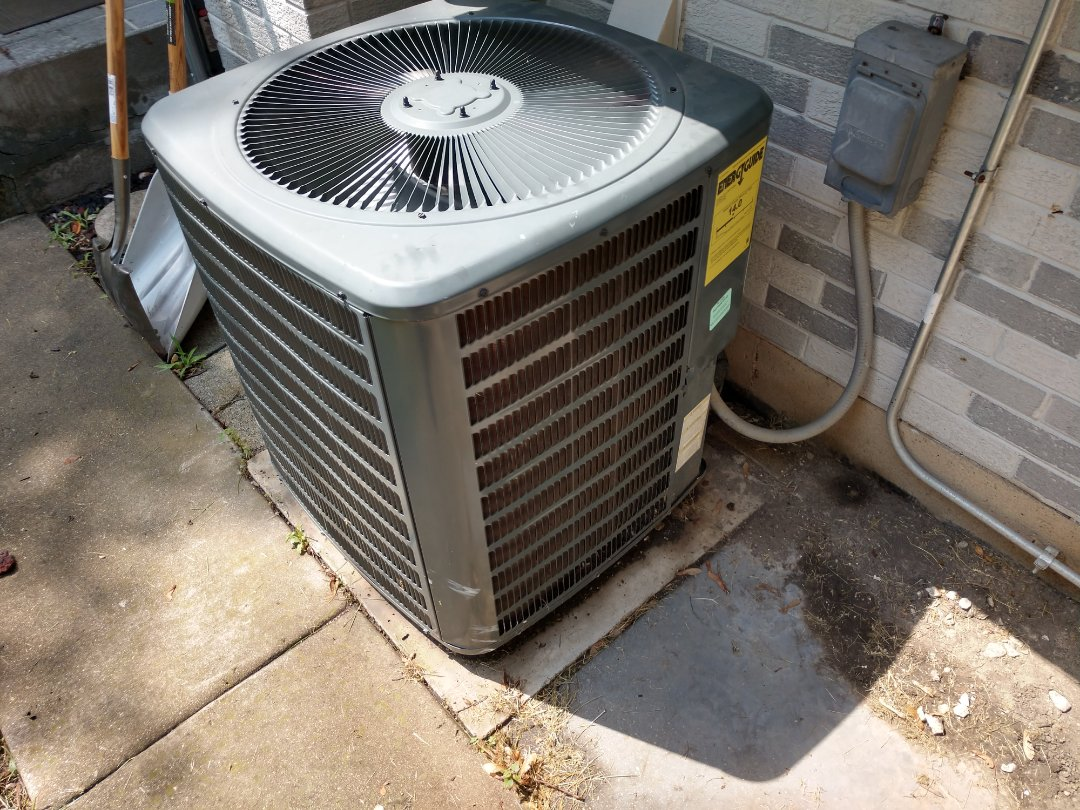 Arlington Heights, IL - Ac service call- we serviced a Goodman air conditioner.