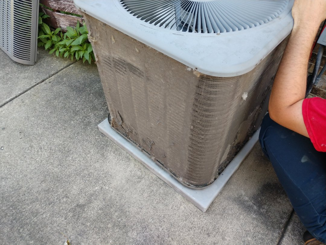Arlington Heights, IL - Ac cleaning. We performed annual maintenance on a Lennox air conditioner.