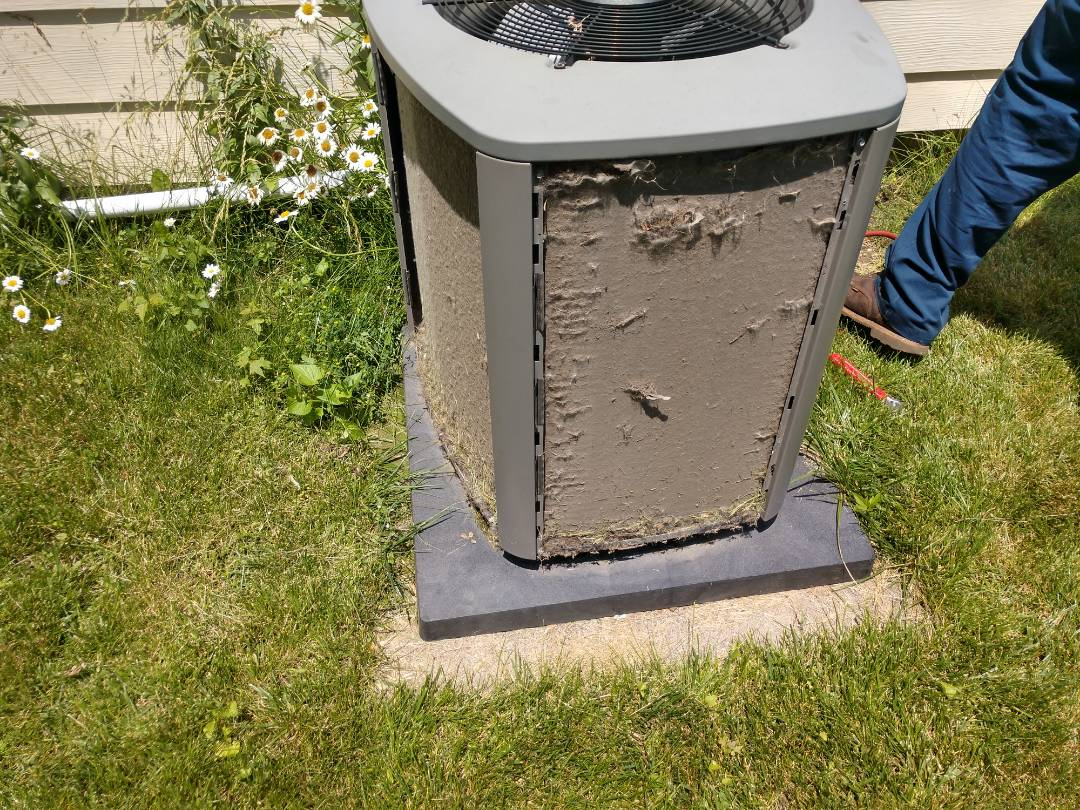 Arlington Heights, IL - Ac maintenance.. We performed a cleaning on a Lennox air conditioner.