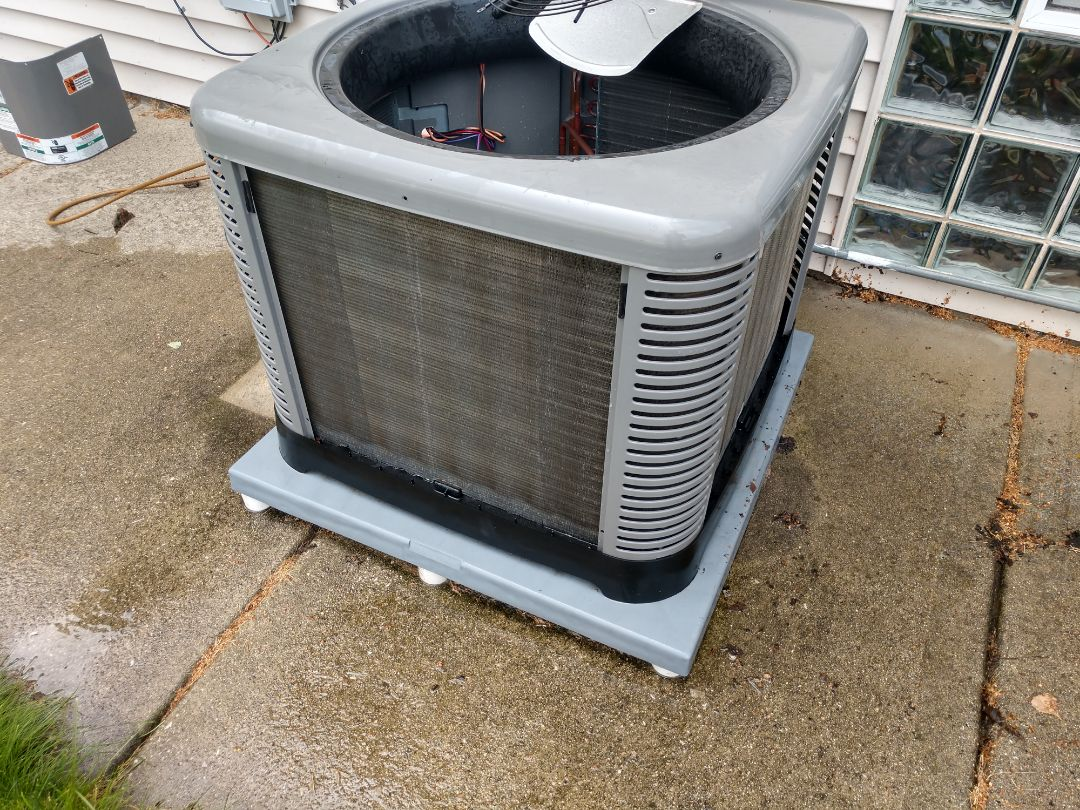 Arlington Heights, IL - Ac maintenance We performed a cleaning on a Rheem / Ruud air conditioner and replaced an Aprilaire media filter