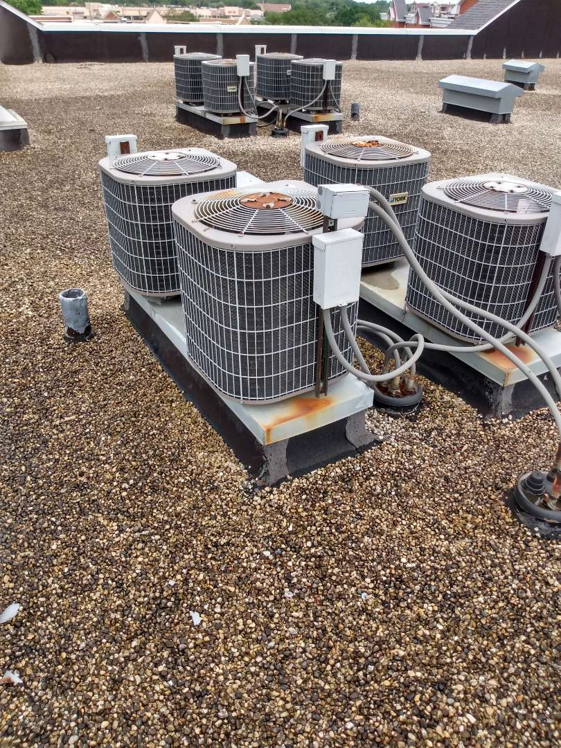 Rolling Meadows, IL - AC service call. No cooling York air conditioner. Air conditioning service in Rolling Meadows.