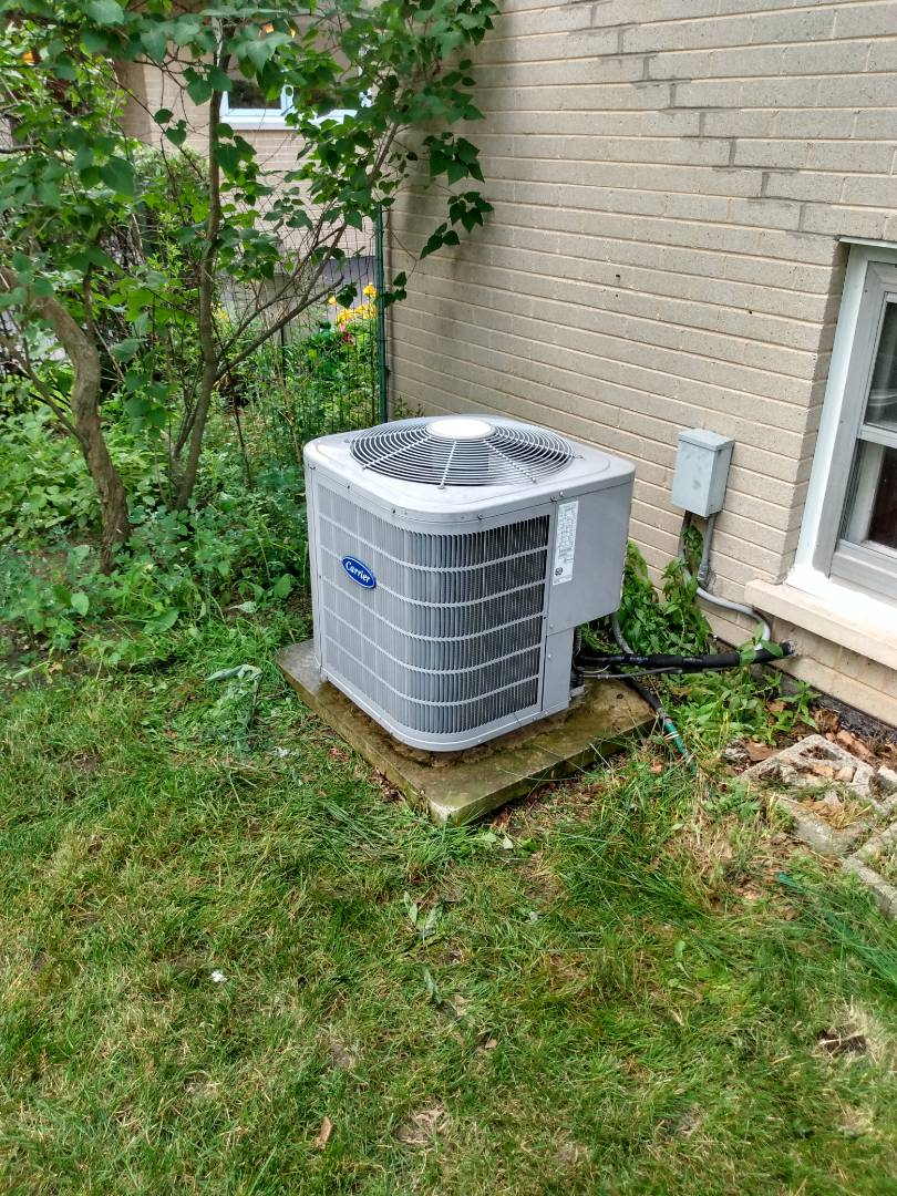Arlington Heights, IL - AC service call. Air conditioning maintenance on a Carrier air conditioner in Arlington Heights. Added R-410A to AC that was low on refrigerant.