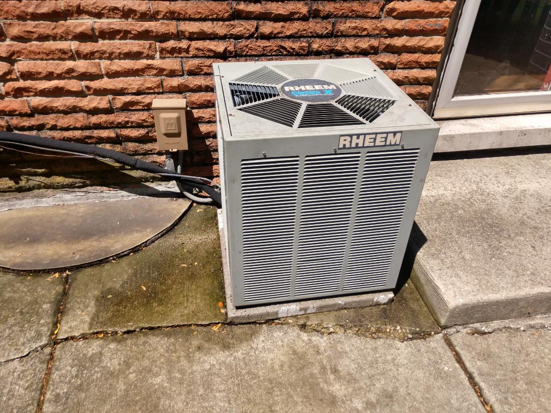 Northbrook, IL - Ac no cooling service call- we serviced and cleaned a Rheem air conditioner. We also recharged the condenser with r22 Freon refrigerant.