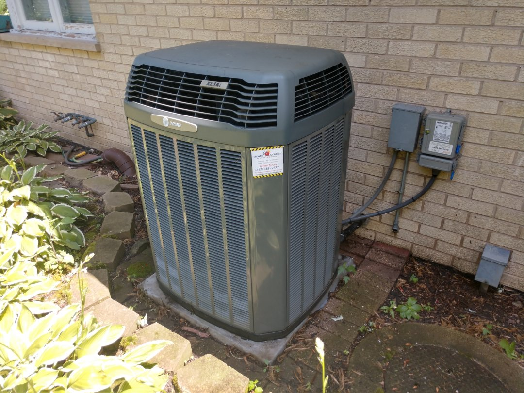 Des Plaines, IL - Ac maintenance service call. We performed a cleaning on a Trane air conditioner and recharged the unit with Freon r22.