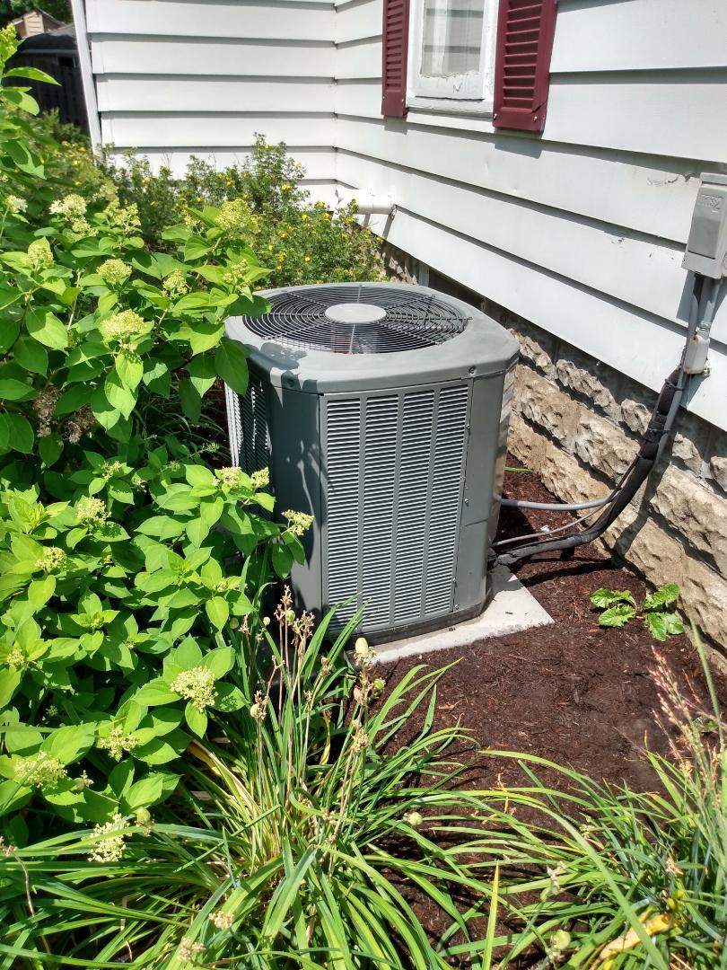 Barrington, IL - Performed AC maintenance on Trane XR13 air conditioner. Air conditioning tune up in Barrington.