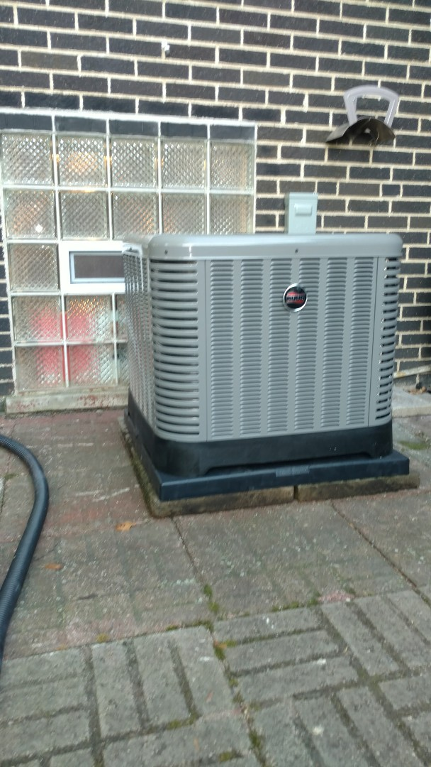 Des Plaines, IL - Full installation of Rudd Furnace and air conditioning with April Aire air cleaner and humidifier.