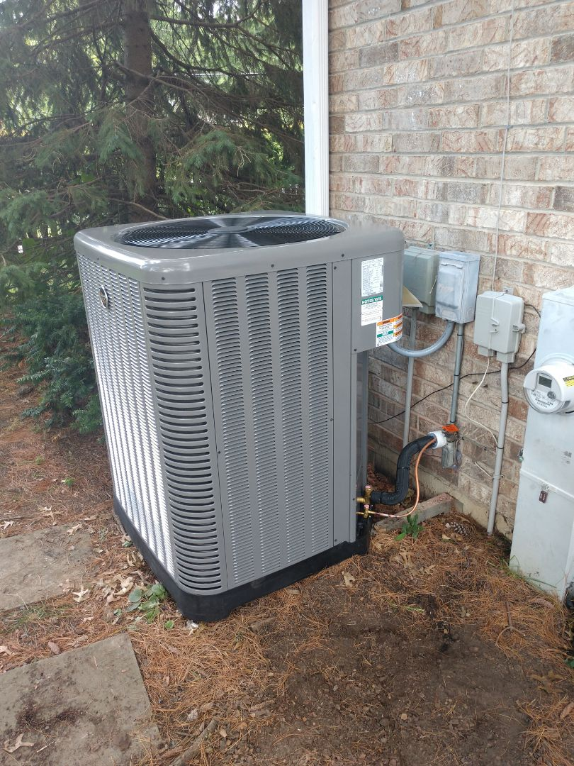 Arlington Heights, IL - We installed a Ruud u96v furnace and ra16 air conditioner. We also installed an Aprilaire 700 humidifier and Aprilaire 1210 air cleaner