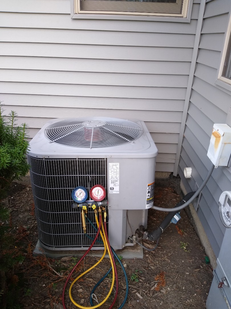Buffalo Grove, IL - No cooling call. Found out of spec dual capacitor and low on refrigerant. Customer now has 20 delta T and is cooling.