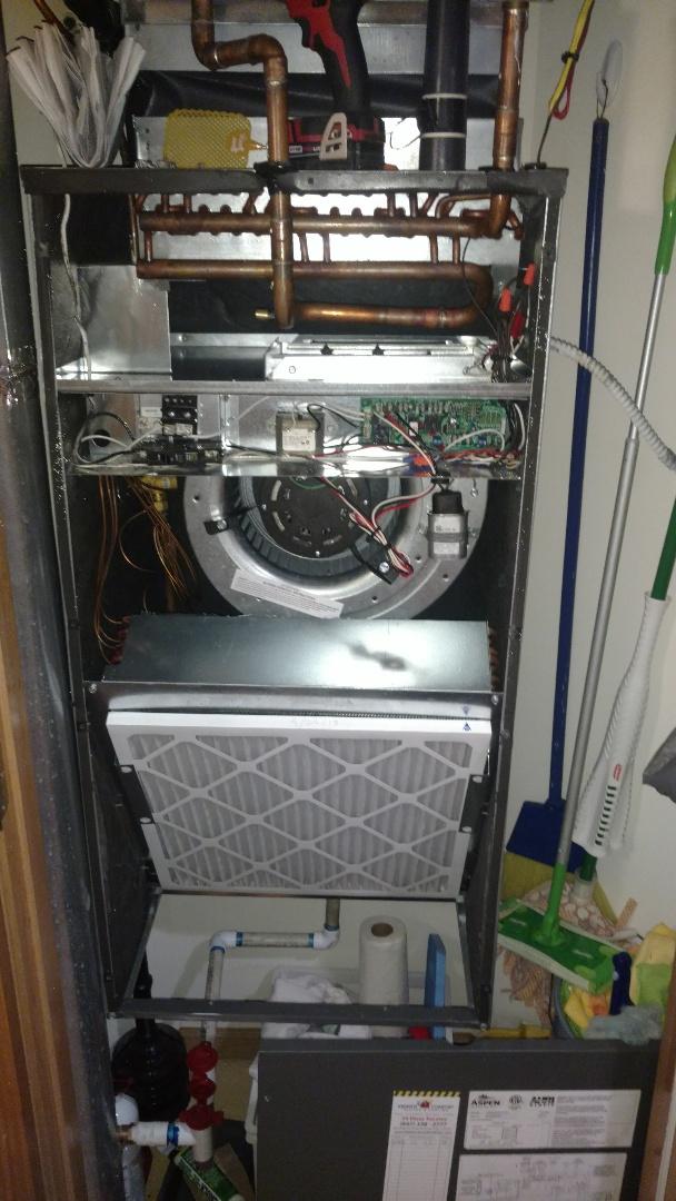 Mount Prospect, IL - Air conditioner maintenance call. Performed air conditioning maintenance on Magic Aire unit