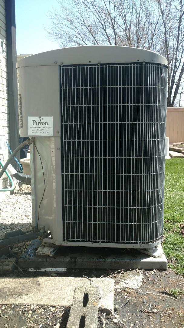 Mount Prospect, IL - Air conditioner maintenance call. Performed air conditioning maintenance on Carrier unit.