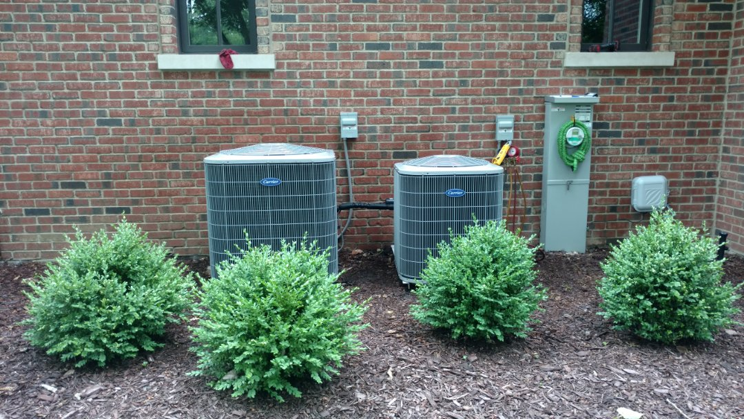 Arlington Heights, IL - Air conditioner maintenance call. Performed air conditioning maintenance on Carrier units.