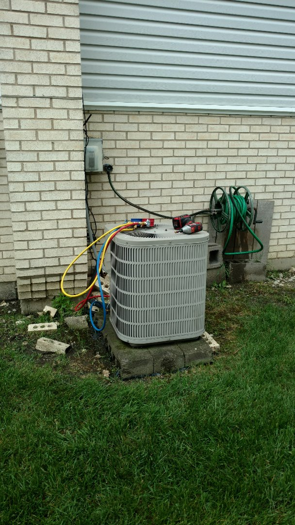 Des Plaines, IL - Air conditioner maintenance call. Performed air conditioning maintenance on Goodman unit.