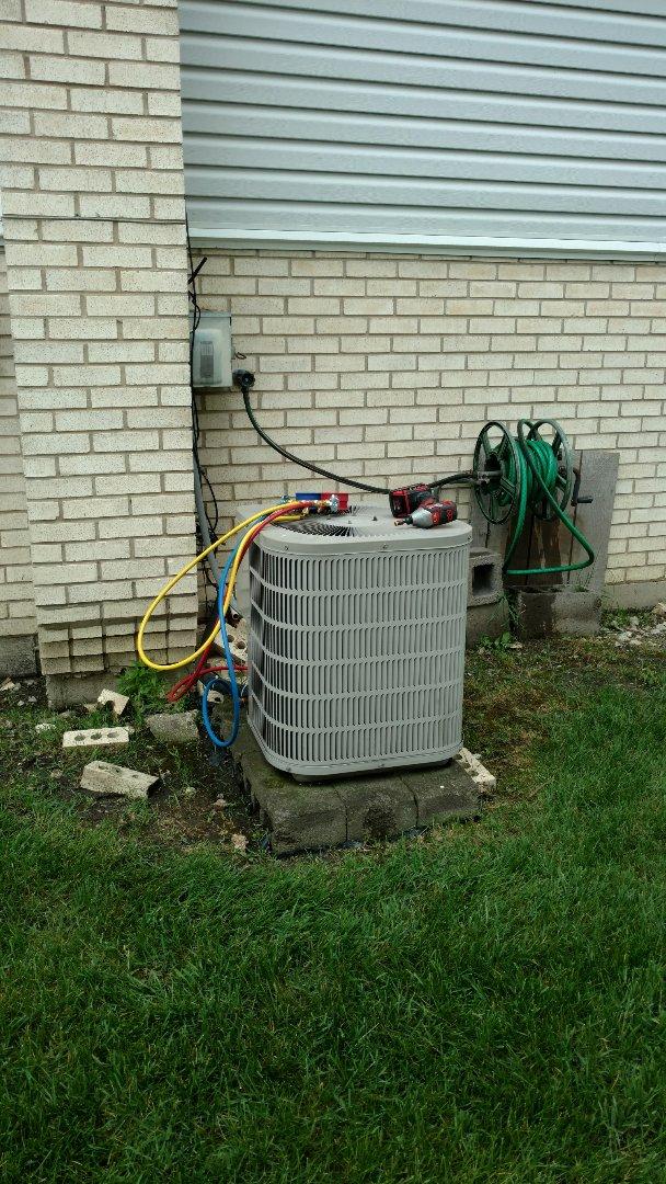 Des Plaines, IL - Air conditioner maintenance call. Performed air conditioning maintenance on Goodman unit.