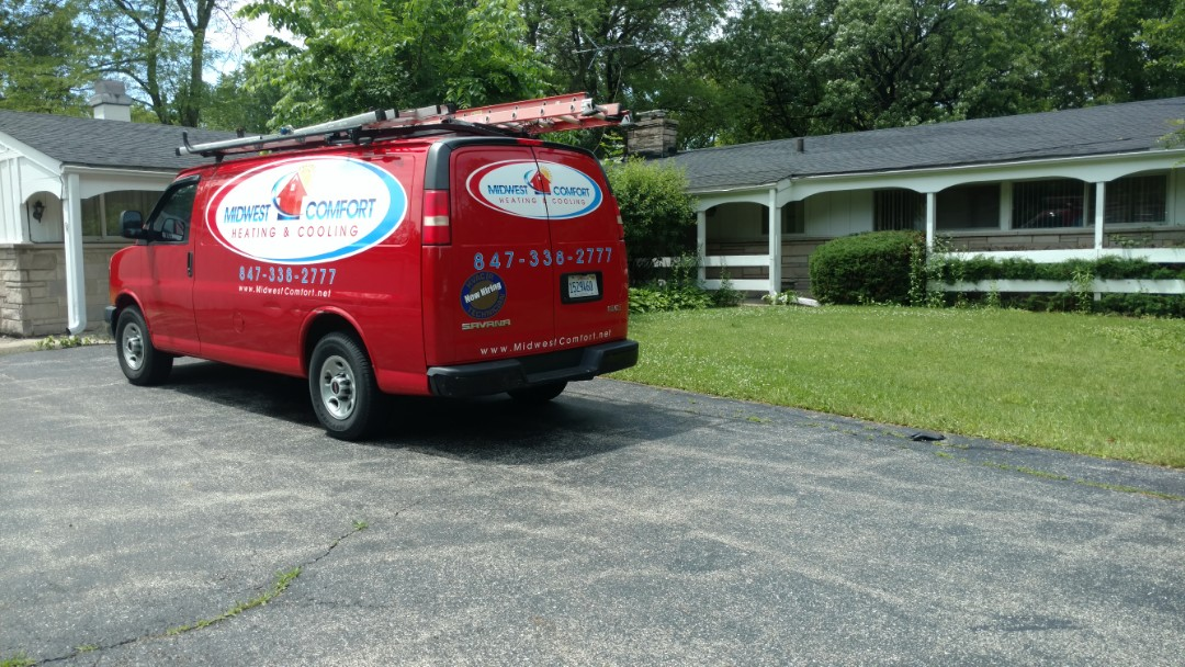 Lake Forest, IL - Air conditioner repair call. Performed air conditioning repair on Lennox unit.