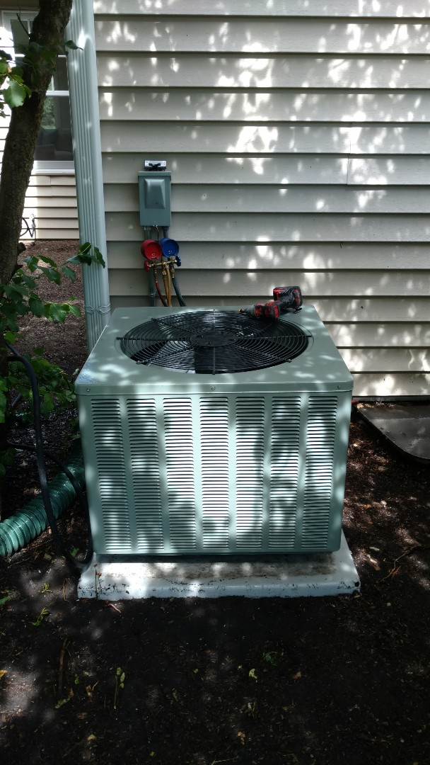 Lincolnshire, IL - Air conditioner service call. Performed air conditioner repair on Rheem unit