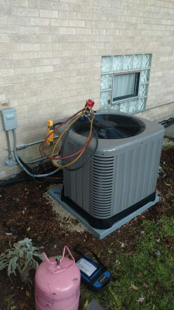 Mount Prospect, IL - Air conditioner installation call. Performed air conditioner installation on Ruud unit