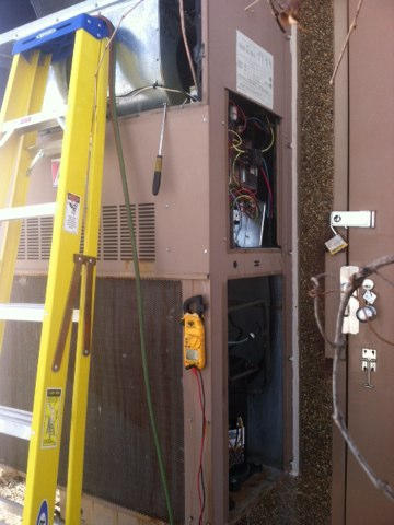 Bowling Green, MO - Performing repairs on a package unit. Replacing the liquid line drier and fan cycle control.