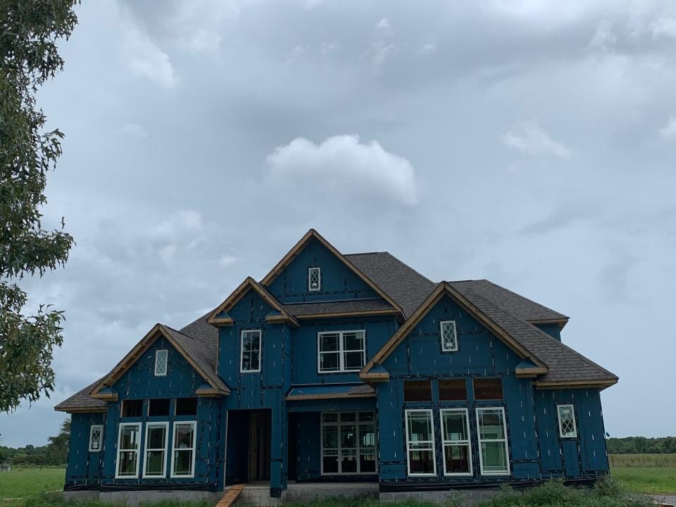 Hazel Green, AL - New Construction Roofing Project in Hazel Green Alabama! CertainTeed Landmark WeatherWood