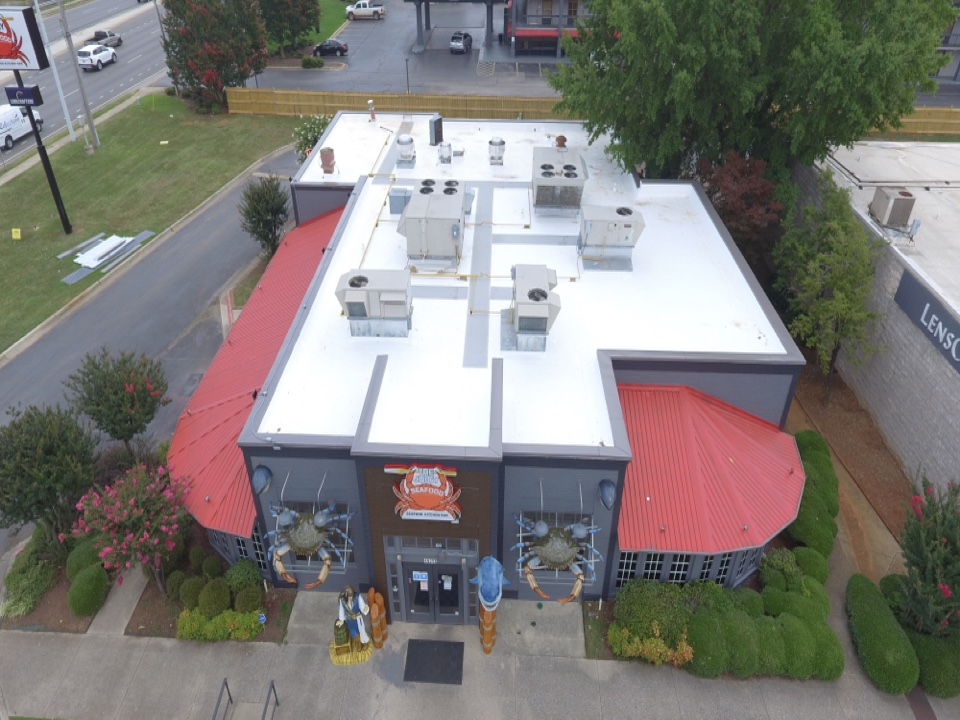Huntsville, AL - Juicy seafood TPO Roof Replacement. 60 mil GAF Everguard TPO over 1/2 inch HD POLYISO insulation over 4 inches of EverguardPOLYISO
