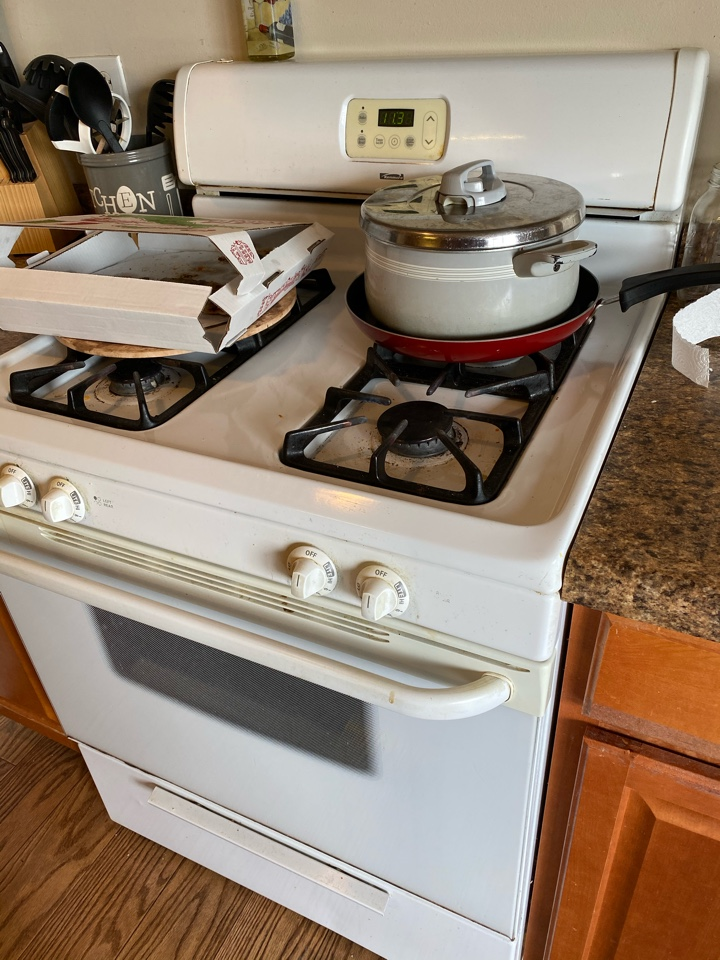 Schaumburg, IL - Replaced oven start igniter on stove.
