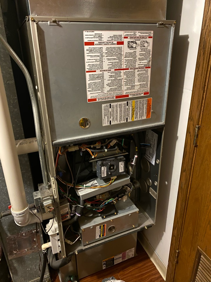Replaced start igniter on Bryant furnace that had no heat.