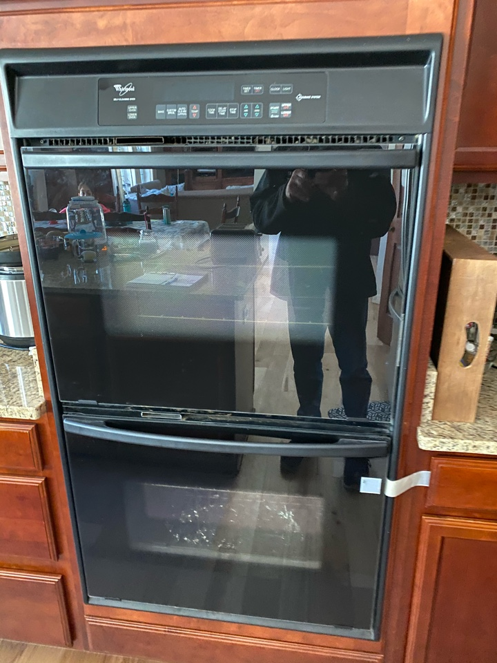 Elk Grove Village, IL - Replaced oven bake element on whirlpool oven.