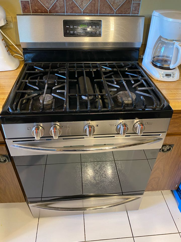Schaumburg, IL - Replaced oven start igniter on Frigidaire stove.