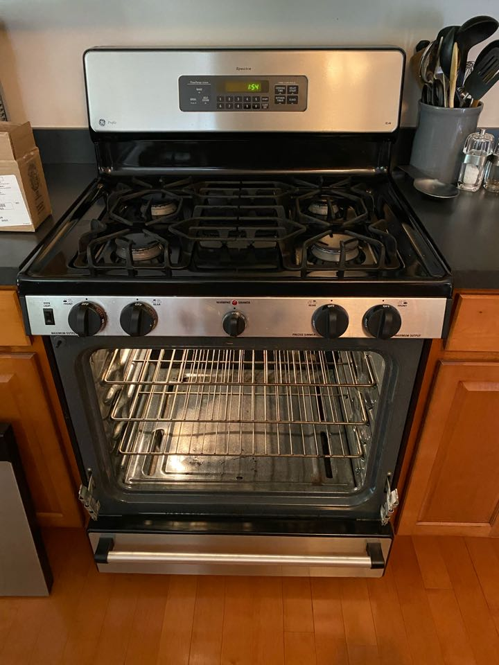 Streamwood, IL - Replaced oven start igniter on GE stove.