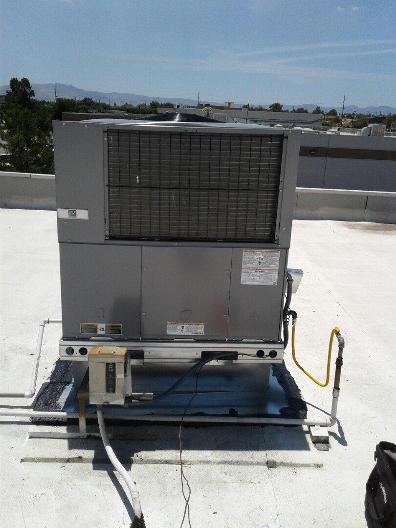 Victorville, CA - Changed out old rheem 3 ton 3 phase package unit with new day and night 3 ton 3 phase package unit.