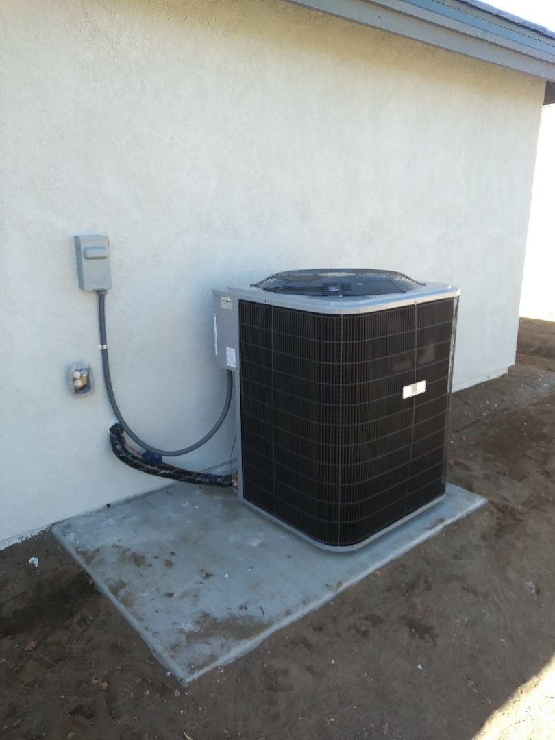 Hesperia, CA - 1/29/19. Hesperia. Residential Home. Installing day and night 4 ton 16 seer condensing unit.