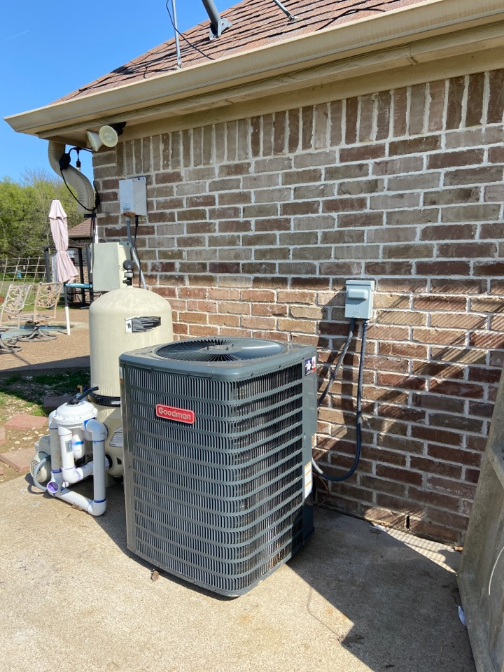 Palmer, TX - Moved a condenser for a family in Palmer