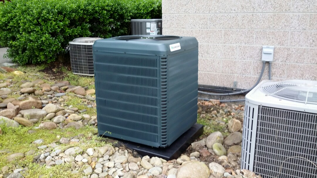 Knoxville, TN - Installed 2 Ton 15 Seer Heat Pump System in Knoxville in the rain.
