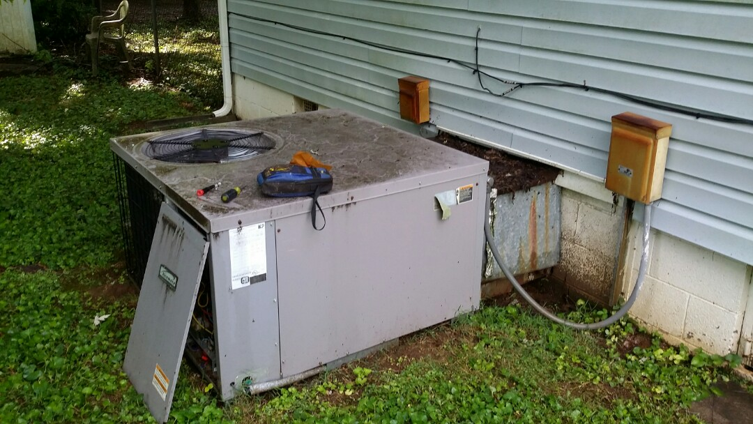 Knoxville, TN - Working on a Kenmore unit that had a low voltage short in the wiring.
