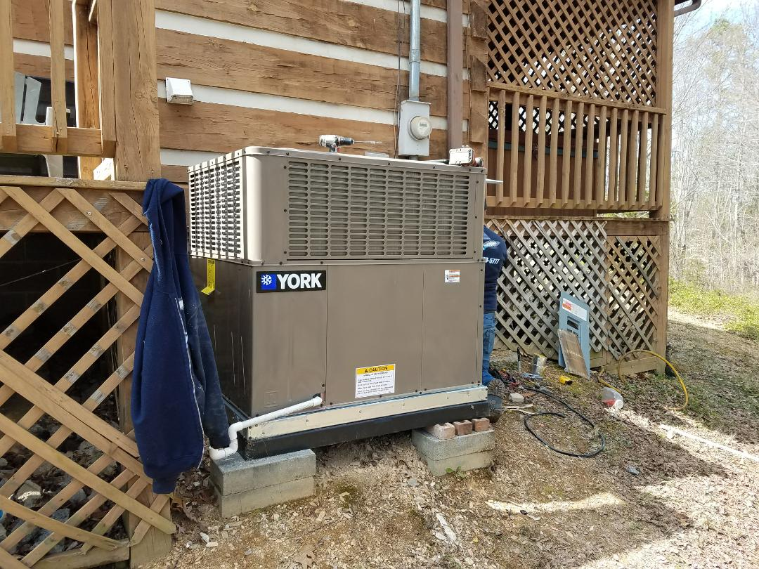 Installing New York 3 Ton 14 Seer Heat Pump Package unit in Sevierville