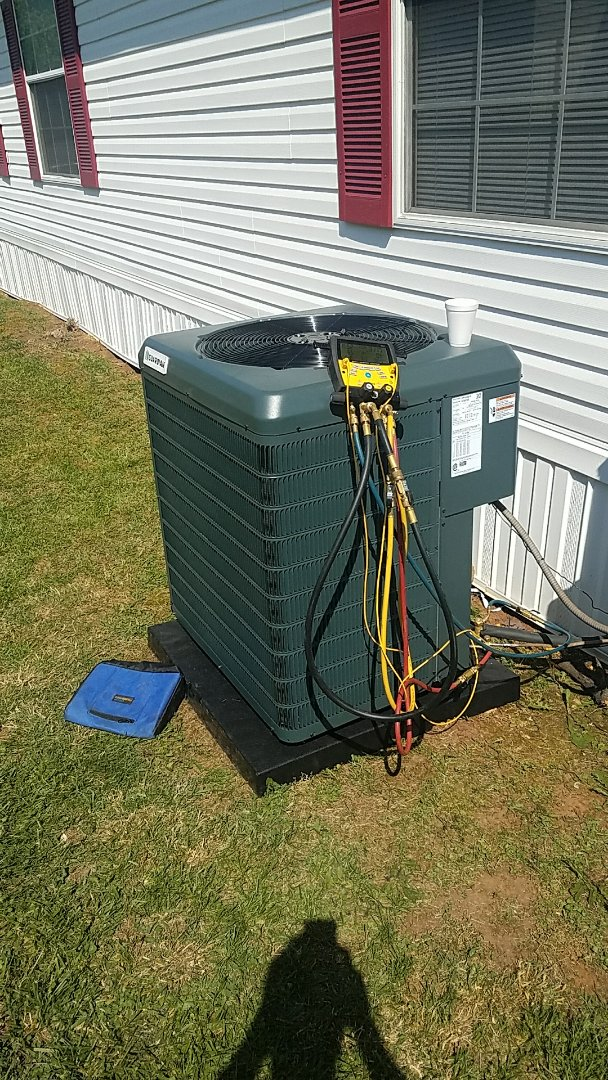 Sevierville, TN - Installed new Guardian 2.5 Ton Heat pump mobil home unit system in Seymour.