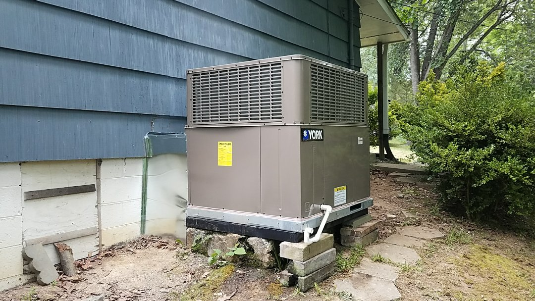 Installed New York 3.5 Ton Heat Pump Package unit in Pigeon Forge