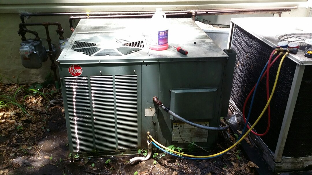 Knoxville, TN - Working on a Rheem 2 Ton Gas Package unit. Cleaned condenser coil and checked pressures.