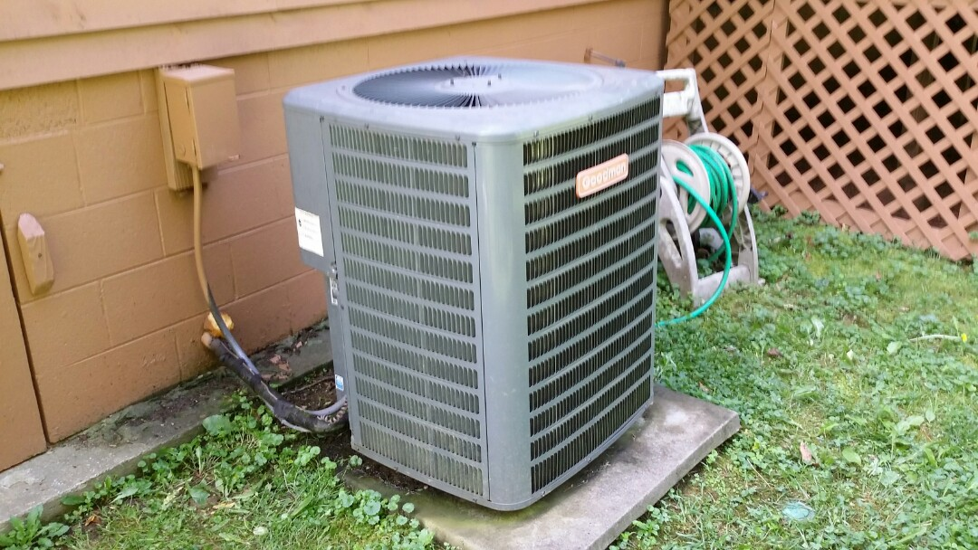 Sevierville, TN - Added freon to a Goodman 3 Ton Heat Pump System in Sevierville.