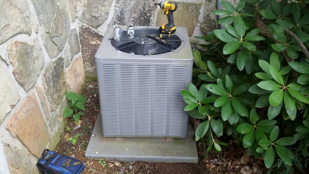 Gatlinburg, TN - Found bad run cap in a Rheem 1.5 Ton Heat Pump System. Installed new run cap and checked system in Gatlinburg.