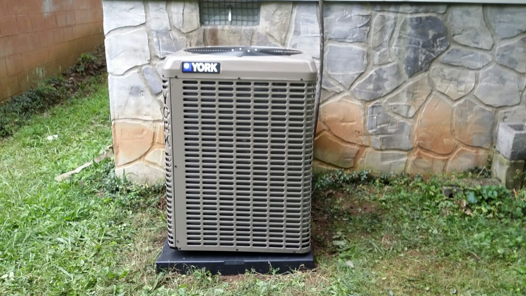 Sevierville, TN - Installed new York 3 Ton 17 seer Heat Pump System in Sevierville.