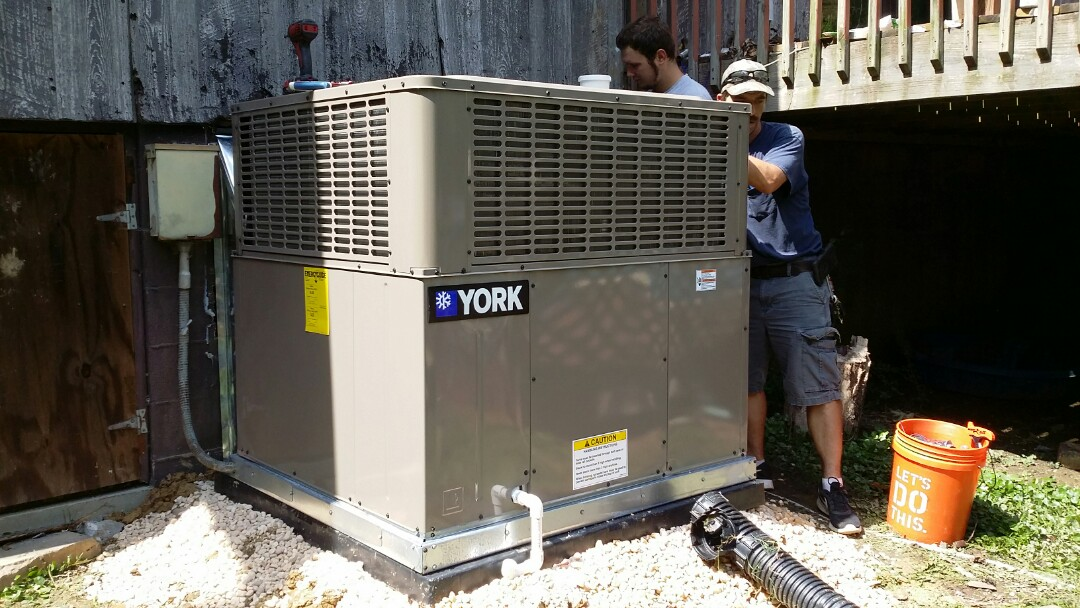 Knoxville, TN - Installed new York 3.5 Ton 16 Seer Heat Pump package unit in South Knoxville.