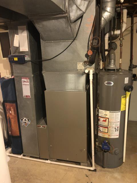 One of our talented technicians went to the customer's home to give an estimate on a replacement part for their Gas Carrier Furnace Unit.  Pictured is the customer's Gas Carrier Furnace Unit.