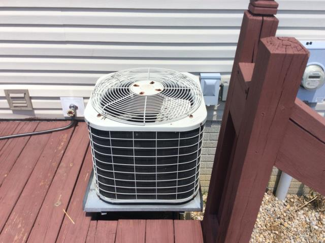 Pataskala, OH - Tuneup on Carrier AC. The system is operating properly.