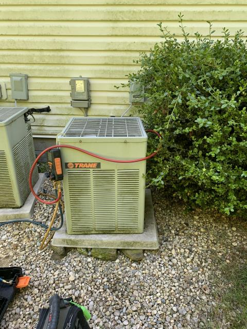 Lithopolis, OH - I Performing our Five Star Tune-Up & Safety Check on a 2004 Trane Air Conditioner
