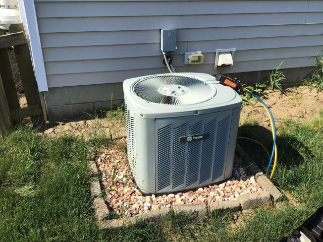 Pataskala, OH - I Performing our Five Star Tune-Up & Safety Check on a Trane Air Conditioner