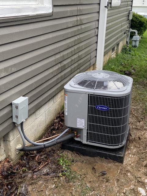 Lancaster, OH - Found Carrier system low on refrigerant. Added 1.5 pounds of R-410A. leak was not found. System cooling properly at departure.