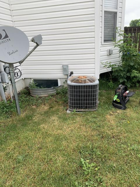 Lancaster, OH - Found condenser fan motor and blade failing on Bryant AC. Gave customer quote for repair and replacement.