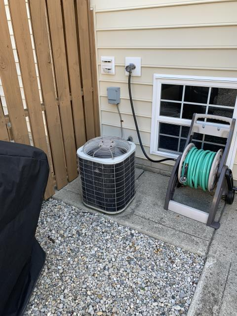 New Albany, OH - Found Bryant AC low on refrigerant. Discussed repair and replace options. Customer requested an estimate on a new Carrier AC.