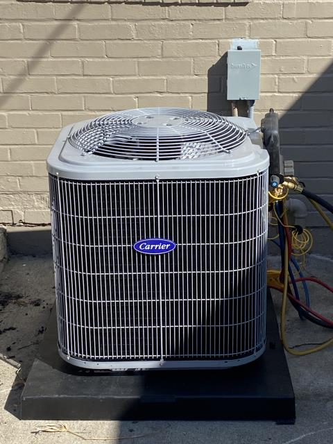 Springfield, OH - After removing the Lennox gas furnace and a Lennox air conditioner, I installed a Carrier 80% 70,000 BTU Gas Furnace and a Carrier 13 SEER 2.5 Ton Air Conditioner.  Cycled and monitored the system.  Operating normally at this time.  Included with the installation is a free 1 year service maintenance agreement.